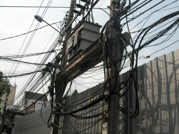 Instalasi listrik di Thailand Njelimet, Sebagai Mahasiswa Elektro, tentunya ini menjadi perhatian saya